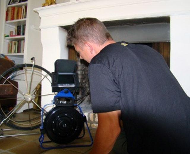 Schoorsteen inspecteren met camera